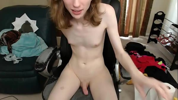 Sissy cums on cam using vibrator